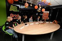 SCHAATSSPORT: LEMMER: 16-10-2018, Ploegpresentatie Schaatsdames.nl, v.l.n.r. Lieke Splinter, Merel Brunsmann,  Yvonne Nauta, Klasina Seinstra (Ploegleider), Rintje Ritsma (presentator), Manon Kamminga, Anne Leltz, ©foto Martin de Jong