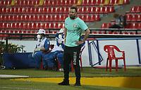 BUCARAMANGA- COLOMBIA, 19-01-2021:Mario García director técnico de Boyacá Chicó. Atlético Bucaramanga y el Boyacá Chicó F.C. en partido por la fecha 1 de la Liga BetPlay DIMAYOR 2021 jugado en el estadio Alfonso López  de la ciudad de Bucaramanga. /Mario Garcia coach of Boyaca Chico.Atletico Bucaramanga and Boyaca Chico F.C. in match for the date 1 as part of BetPlay DIMAYOR League 2021 played at Alfonso Lopez stadium in Bucaramanga city.  Photo: VizzorImage /Jaime Moreno / Contribuidor