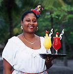 Caribbean, Lesser Antilles, Saint Lucia, Local Waitress with Cocktails | Karibik, Kleine Antillen, Saint Lucia, Einheimische serviert farbige Cocktails