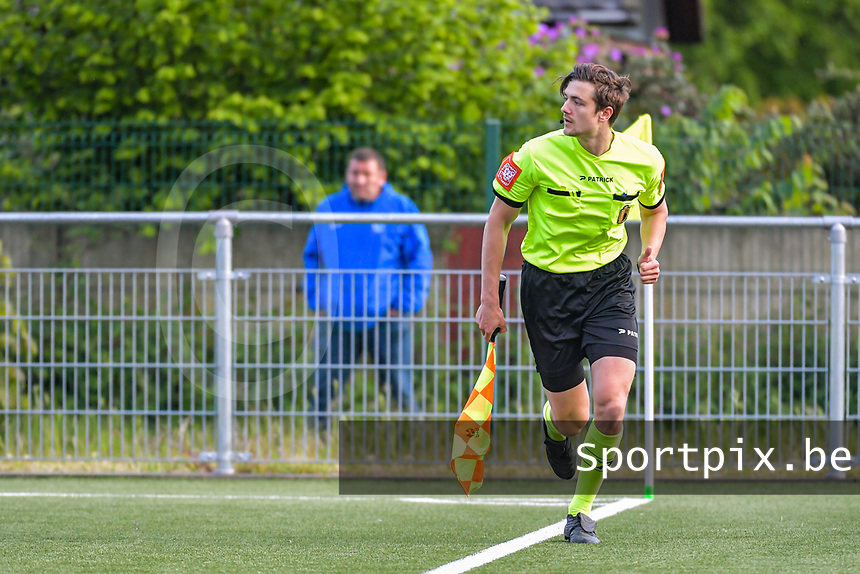 assistant referee Gianni Seeldraeyers pictured during a female soccer game between Sporting Charleroi and Eendracht Aalst on the 8th matchday in play off 2 of the 2020 - 2021 season of Belgian Scooore Womens Super League , tuesday 18 th of May 2021 in Marcinelle , Belgium . PHOTO SPORTPIX.BE | SPP | STIJN AUDOOREN