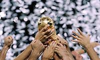 Berlino 9/7/2006 World Cup 2006 - Italia Francia 6-5 (d.c.r.).Italia Campione del Mondo. Le braccia degli azzurri campioni del mondo sollevano al cielo la coppa.  Photo Andrea Staccioli Insidefoto