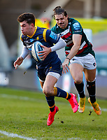 6th February 2021; Mattoli Woods Welford Road Stadium, Leicester, Midlands, England; Premiership Rugby, Leicester Tigers versus Worcester Warriors; Perry Humphreys of Worcester Warriors breaks on the ball