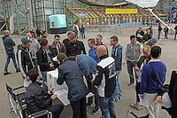 NFL Fans müssen noch die Drehgenehmigung für die Veranstaltung mit NFL Superstar QB Andrew Luck im Münchner Olympiapark unterschreiben
