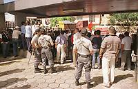 Policia Federal protege Sudam em manifestação contra a sua extinção.<br />Belem-Para<br />09.05.2001<br />Foto:Janduari Simões