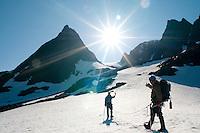 Taulag på vei opp brearm mot Nordmannsjøkulen på Seiland. ---- Rope team on glacier on Seiland.