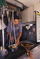 "Asie/Inde/Maharashtra/Bombay: ""Kulfi Center"" marchand de Kulfis près de Cho Pati Beach"