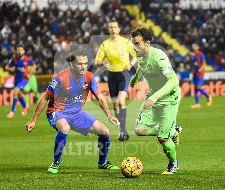 Levante's  Verza  and  Getafe's P. Leon   during La Liga match. February 19, 2016. (ALTERPHOTOS/Javier Comos)