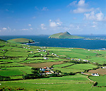 Ireland, County Kerry, The Dingle Peninsula: View over Slea Head to Blasket Sound and islands | Irland, County Kerry, Dingle Halbinsel, Blick ueber Slea Head zum Blasket Sound und den Blasket Inseln