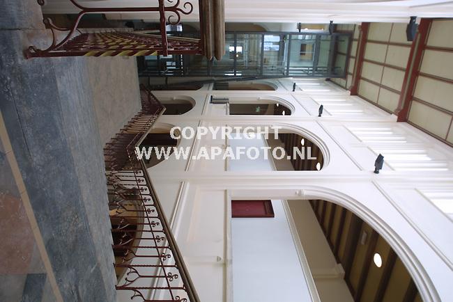 arnhem 180401 renovatie elisabeth gasthuis<br />de centrale hal met monumentale trap en liftkoker<br />foto frans ypma AP{A-foto