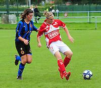 Club Brugge - Standard Femina :  duel tussen Charlotte Laridon en Melanie Mignon.fotografe Joke Vuylsteke - vrouwenteam.be