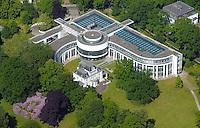 Internationaler Seegerichtshof Hamburg: EUROPA, DEUTSCHLAND, HAMBURG, (EUROPE, GERMANY), 05.06.2015: Der Internationale Seegerichtshof (ISGH; englisch International Tribunal for the Law of the Sea (ITLOS); französisch Tribunal international du droit de la mer (TIDM)) ist ein internationales Gericht, das auf der Grundlage des Seerechtsübereinkommens (SRÜ) der Vereinten Nationen von 10. Dezember 1982 als selbständige Organisation im UN-System tätig ist. Das Übereinkommen trat am 16. November 1994 in Kraft und der ISGH wurde am 1. Oktober 1996 mit Sitz im Hamburger Stadtteil Nienstedten gegründet. Auf den Standort Hamburg hatte sich die UN-Seerechtskonferenz bereits am 21. August 1981 in Genf geeinigt. Dem ISGH wurde mit der UN-Resolution 51/204 vom 17. Dezember 1996 Beobachterstatus bei der Generalversammlung der Vereinten Nationen zugesprochen und somit die Teilnahme an Sitzungen der Generalversammlung garantiert, wenn Themen behandelt werden, die den Seegerichtshof betreffen.