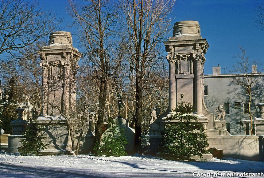 St. Louis: West End, Kingsbury Place--Gates. Photo '78.