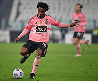 Calcio, Serie A: Juventus - Hellas Verona, Turin, Allianz Stadium, October 25, 2020.<br /> Juventus' Juan Cuadrado in action during the Italian Serie A football match between Juventus and Hellas Verona at the Allianz stadium in Turin, October 25,,2020.<br /> UPDATE IMAGES PRESS/Isabella Bonotto