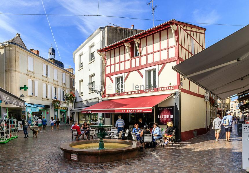 France, Vendee, Les Sables d'Olonne, fountain in town center, pedestrian street // France, Vendée (85), Les Sables-d'Olonne, fontaine dans le centre-ville, rue piétonne