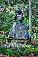 The world's largest bronze statue of HRH Queen Elizabeth I , The Elizabethan Gardens, Roanoke Island, North Carolina, USA