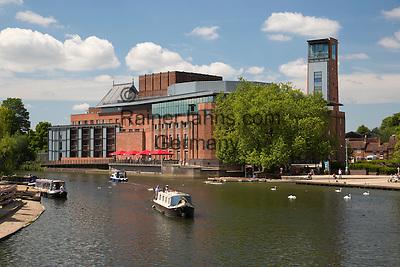 United Kingdom, England, Warwickshire, Stratford-upon-Avon: Royal Shakespeare Theatre on the River Avon | Grossbritannien, England, Warwickshire, Stratford-upon-Avon: Royal Shakespeare Theatre am Fluss Avon