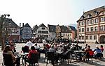 Deutschland, Rheinland-Pfalz, Neustadt an der Weinstrasse: Marktplatz mit Marktbrunnen vor dem Rathaus | Germany, Rhineland-Palatinate, Neustadt an der Weinstrasse: market square with market fountain and townhall