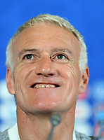 KAZAN - RUSIA, 15-06-2018: Didier Deschamps, técnico de Francia, durante conferencia de prensa del equipo frances como parte de la Copa Mundo FIFA 2018 Rusia. / Didier Deschamps coach of France speaks to the media during the French team press conference at Kazan Arena as part of the 2018 FIFA World Cup Russia. Photo: VizzorImage / Julian Medina / Cont