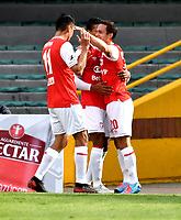 BOGOTA-COLOMBIA, 06-10-2020: Luis Seijas de Independiente Santa Fe, celebra con sus compañeros de equpo el cuarto gol de su equipo, durante partido de la fecha 12 entre Independiente Santa Fe y Alianza Petrolera, por la Liga BetPlay DIMAYOR 2020-I, en el estadio Nemesio Camacho El Campin de la ciudad de Bogota. / Luis Seijas of Independiente Santa Fe, celebrates with his teammates after scoring the four goal of his team, during a match of the 12th date between Independiente Santa Fe and Alianza Petrolera, for the BetPlay DIMAYOR Leguaje 2020-I at the Nemesio Camacho El Campin Stadium in Bogota city. / Photo: VizzorImage / Luis Ramirez / Staff.