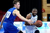 27-02-2021: Basketbal: Donar Groningen v Den Helder Suns: Groningen Donar speler Jarred Ogungbemi-Jackson (r) met Den Helder speler Bolden Brace