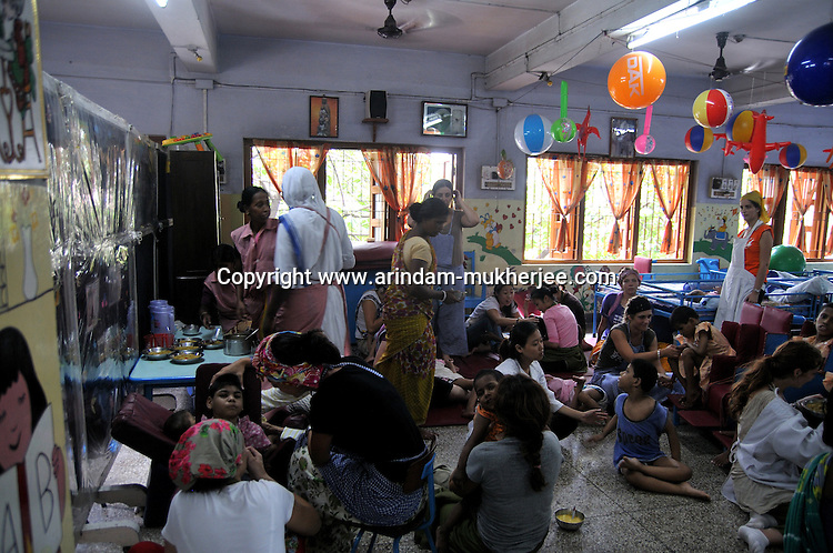 Volunteers helping the physically chalanged children at Sishu Bhavan, which is the house for children founded by Mother Teresa.  Kolkata, West Bengal, India. 18th August 2010. Arindam Mukherjee