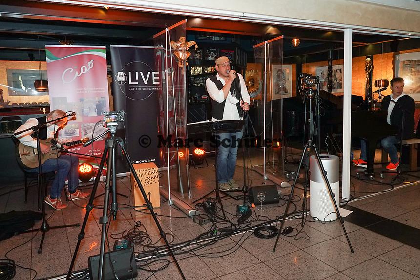 Bodo Kolbe (l.) und Fred Kraus (M.) zu Gast beim Livestream-Pianoabend von Ralf Baitinger - Moerfelden-Walldorf 27.02.2021: Pianoabend mit Ralf Baitinger & Friends