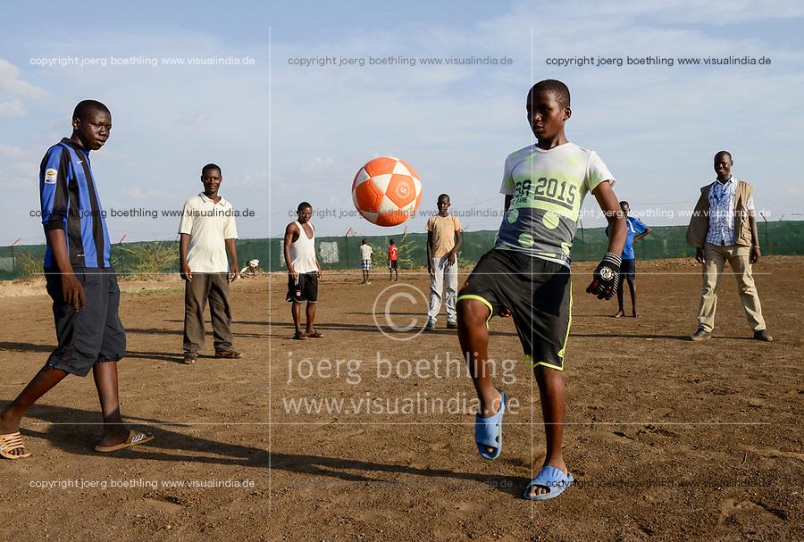 KENYA, Turkana, refugee camp Kakuma IV, JRS Jesuit refugee Service, shelter for children, football training for boys / KENIA, Turkana, Fluechtlingslager Kakuma 4, JRS Jesuit refugee Service, Kinderschutz Zentrum