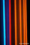Praxis au CND (centre national de la danse)..Chorégraphie : Lionel Hoche..Conseil artistique : Germana Civera..Musique originale : SCANNER (Robin Rimbaud)..Scénographie : Philippe Favier..Lumières : Lucy Carter..Costumes : Lazare Garcin..Danseurs : Diane Peltier, Lionel Hoche, Cédric Lequileuc....Praxis : ..Avec Praxis, Lionel Hoche renoue avec le format intimiste du trio. Trois danseurs, entourés de trois objets créés par le plasticien Philippe Favier, tentent de trouver un sens à l'idée de communauté, aussi bancale soit-elle. Praxis rassemble trois identités en quête d'altérité dans un format familiale, amicale. Dans un registre déglingué et dynamique, Lionel Hoche met en avant une certaine maladresse et fragilité de l'être dans son désir d'appartenance au groupe...Ce trio est accompagné par une composition originale du britannique Robin Rimbaud, musicien inclassable, explorateur de sons, qui a collaboré avec des artistes aussi divers que Bryan Ferry, Laurie Anderson, Michael Nyman ou Luc Ferrari...