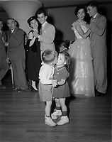 Mariage catholique. Septembre1952.<br /> Les jeunes danseurs<br /> <br /> PHOTO :  Agence Quebec Presse