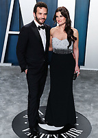 BEVERLY HILLS, LOS ANGELES, CALIFORNIA, USA - FEBRUARY 09: Aaron Lohr and Idina Menzel arrive at the 2020 Vanity Fair Oscar Party held at the Wallis Annenberg Center for the Performing Arts on February 9, 2020 in Beverly Hills, Los Angeles, California, United States. (Photo by Xavier Collin/PictureGroup)