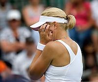 24-6-08, England, Wimbledon, Tennis,   Michaella Krajicek uit haar frustratie als ze in de eerste ronde wordt uitgeschakeld
