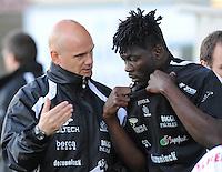 KSV Roeselare : Trainer Dennis Van Wijk geeft uitleg aan Bertin Tomou (rechts)..foto VDB / BART VANDENBROUCKE