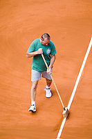 28-5-08, France,Paris, Tennis, Roland Garros,  court maintenance, line sweeping