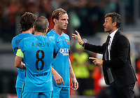 Calcio, Champions League, Gruppo E: Roma vs Barcellona. Roma, stadio Olimpico, 16 settembre 2015.<br /> From left, FC Barcelona's Sergi Roberto, Andres Iniesta and Ivan Rakitic listen to coach Luis Enrique during a Champions League, Group E football match between Roma and FC Barcelona, at Rome's Olympic stadium, 16 September 2015.<br /> UPDATE IMAGES PRESS/Riccardo De Luca