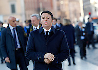 Il Presidente del Consiglio Matteo Renzi all'Altare della Patria in occasione di una cerimonia per la celebrazione della Giornata delle Forze Armate, a Roma, 4 novembre 2015.<br />