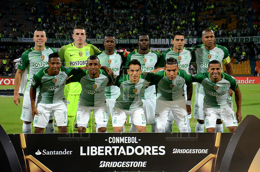 MEDELLIN  -  COLOMBIA: 02 - 05 - 2017: Los Jugadores de Atletico Nacional, posan para una foto, durante partido de la fase de grupos, grupo 1 fecha 4, entre Atletico Nacional y Estudiantes de la Plata de Argentina, por la Copa Conmebol Libertadores Bridgestone 2017, en el Estadio Atanasio Girardot, de la ciudad de Medellin./ The players Atletico Nacional, pose for a photo, during a match for the group stage, group 1 of the date 4, between Atletico Nacional of Colombia and Estudiantes de la Plata of Argentina, for the Conmebol Libertadores Bridgestone Cup 2017, at the Atanasio Girardot, Stadium, in Medellin city. Photos: VizzorImage / Leon Monsalve / Cont.