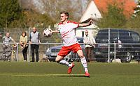 Ballannahme Nils Beisser (Büttelborn) vor dem Tor zum 3:0 - 07.04.2019: SKV Büttelborn vs. TSV Lengfeld, Gruppenliga Darmstadt