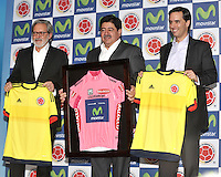 BOGOTA - COLOMBIA - 13-04-2015: Luis Bedoya (Cent.) Presidente de la Federacion Colombiana de Futbol (FCF),  Ariel Ponton (Izq.) CEO de Movistar Colombia y Alfonso Gomez (Der.) Presidente Ejecutivo  de Telefonica Colombia, durante la renovación del patrocinio de MOvistar como socio oficial de la Selección Colombia de Futbol. / Luis Bedoya (C) President of the Colombian Football Federation (FCF),  Ariel Ponton (L) CEO of Movistar Colombia and Alfonso Gomez (R) Executive Chairman of Telefónica Colombia (R), during the renewal of Movistar assponsorship as official partner of Colombia Soccer Team.  / Photo: VizzorImage / Luis Ramirez / Staff.