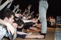 Simple Minds au CEPSUM, Juin 1984<br /> <br /> Photo : Agence Quebec Presse