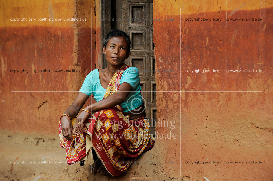 INDIA, Jharkhand, Chaibasa, Adivasi, Ho tribe, the village Mandi has lost land parts due to Tata ore mining / INDIEN, Jharkhand , Chaibasa , Ureinwohner Ho Volksgruppe, das Dorf Mandi hat durch den Tata Eisenerz Bergbau Teile des Landes verloren