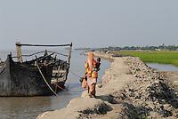 BANGLADESH, Division Khulna, village Kalabogi at river Shibsha close to the Bay of Bengal , the villages a affected permanently per floods and cyclones / BANGLADESCH, Dorf Kalabogi am Fluss Shibsha, die Dorfbewohner sind permanent von Fluten und Zyklonen betroffen