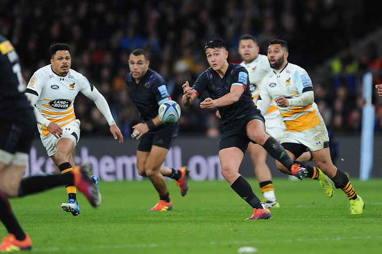Marcus Smith of Harlequins passes during Big Game 11, the Gallagher Premiership Rugby match between Harlequins and Wasps, at Twickenham Stadium on Saturday 29th December 2018 (Photo by Rob Munro/Stewart Communications)