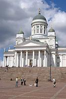 La Piazza del Senato al centro di Helsinki, sullo sfondo la Cattedrale di Helsinki.<br /> The Senate Square in the center of Helsinki, the Helsinki Cathedral in the background.
