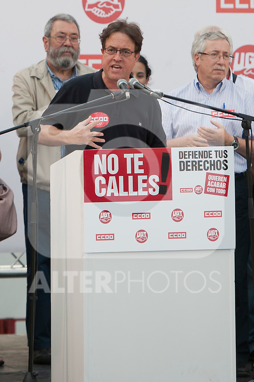 Expression of the Spanish trade unions against cuts and closures of public services.The secretary general of CC.OO Madrid, Javier Lopez (c) during the union rally after demonstration, in presence of Candido Mendez, Secretary general of UGT of Spain and Ignacio Fernandez Toxo (r), Secretary General of CC.OO of Spain..(Alterphotos/Ricky)