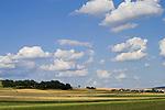 Europa, DEU, Deutschland, Rheinland Pfalz, Mosel, Eifel, Kobern-Gondorf, Agrarlandschaft, Felder, Acker, Getreide, Anbau, Himmel, Wolken, Wolkenstimmung, Kategorien und Themen, Natur, Umwelt, Landschaft, Stimmungen, Wetterfoto, Wetterfotografie, Wetterphotos, Wetterphotographie, Natur, Naturfoto, Naturfotos, Naturfotografie, Naturphoto, Naturphotographie, Landschaft, Landschaften, Landschaftsfoto, Landschaftsfotografie, Landschaftsphoto, Landschaftsphotographie......[Fuer die Nutzung gelten die jeweils gueltigen Allgemeinen Liefer-und Geschaeftsbedingungen. Nutzung nur gegen Verwendungsmeldung und Nachweis. Download der AGB unter http://www.image-box.com oder werden auf Anfrage zugesendet. Freigabe ist vorher erforderlich. Jede Nutzung des Fotos ist honorarpflichtig gemaess derzeit gueltiger MFM Liste - Kontakt, Uwe Schmid-Fotografie, Duisburg, Tel. (+49).2065.677997, ..archiv@image-box.com, www.image-box.com]