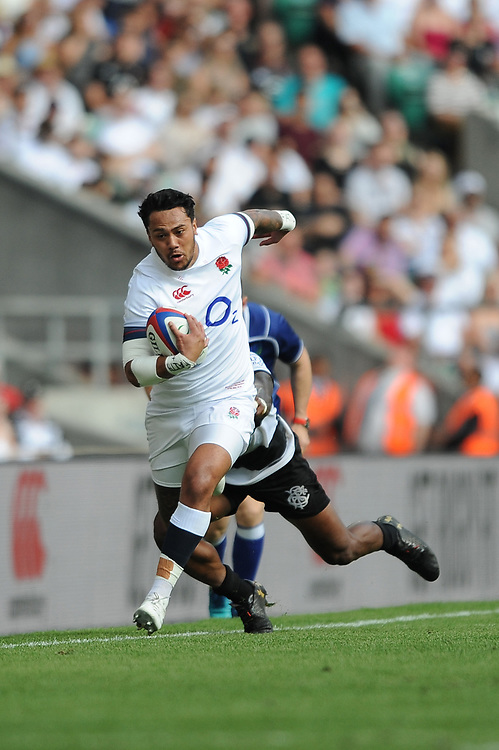 Denny Solomona of England sprints down the touchline during the Quilter Cup match between England and Barbarians at Twickenham Stadium on Sunday 27th May 2018 (Photo by Rob Munro/Stewart Communications)