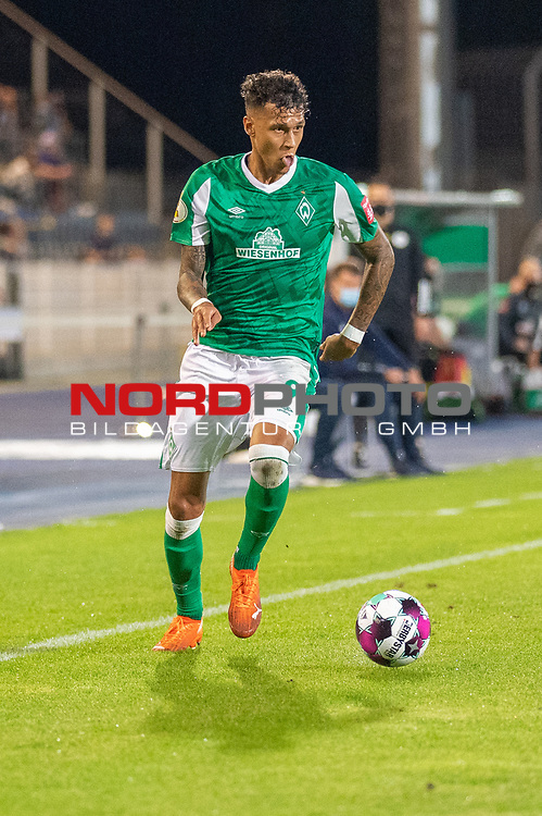 12.09.2020, Ernst-Abbe-Sportfeld, Jena, GER, DFB-Pokal, 1. Runde, FC Carl Zeiss Jena vs SV Werder Bremen<br /> <br /> Davie Selke  (SV Werder Bremen #09)<br /> Einzelaktion, Ganzkörper / Ganzkoerper  Querformat<br /> <br /> <br />  <br /> <br /> <br /> Foto © nordphoto / Kokenge