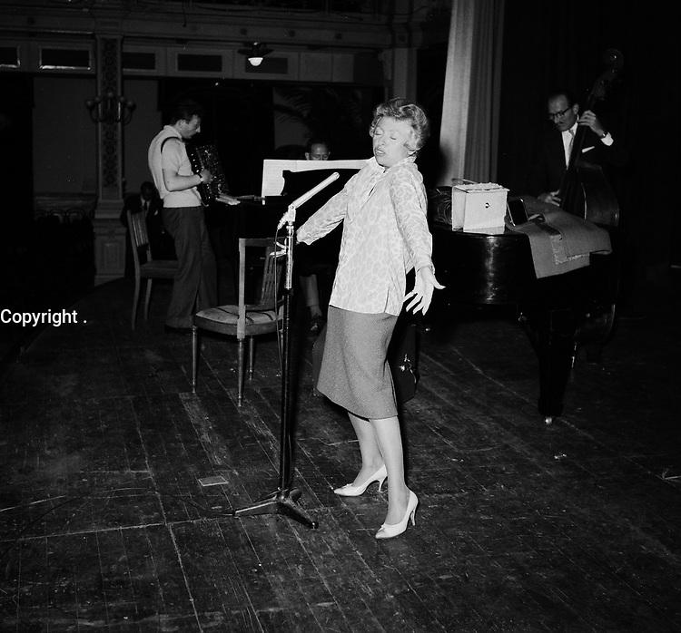 PATACHOU, Juin 1966<br /> <br /> PHOTO :  ANEFO