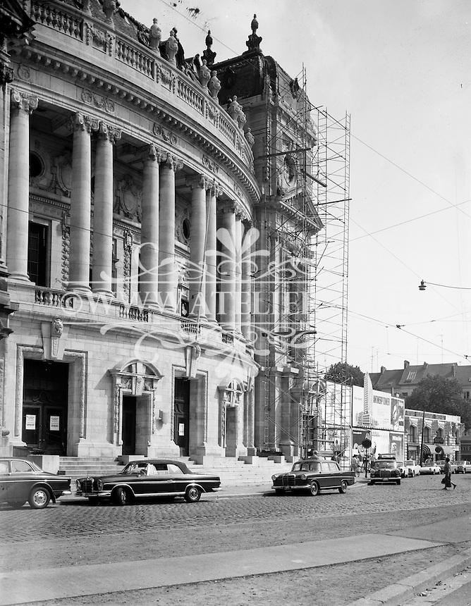 Stellingen van Travhydro bij de restauratie van de Vlaamse Opera in Antwerpen. Alexis Van Mechelen en E. Van Averbeke waren de architecten van het neobarokke gebouw, dat tussen 1904 en 1907 werd opgetrokken.