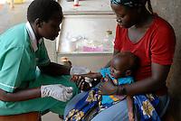 UGANDA Kitgum, St. Joseph hospital of catholic church, for  malnutritioned children / UGANDA Kitgum , St. Joseph Hospital Krankenhaus der katholische Kirche , Krankenstation mit unterernaehrten Kindern